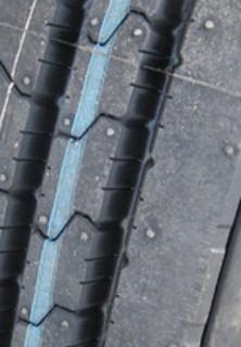 トラックタイヤの溝