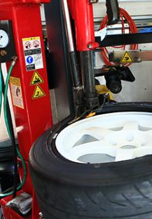 タイヤの交換と組み換えって何が違うの?